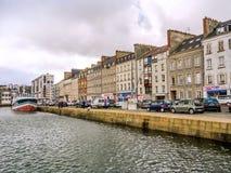 Sikt av den kust- staden av den Cherbourg-Octeville hamnen, Frankrike Royaltyfria Bilder