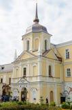 Sikt av den kyrkliga kassabänken i Sten Sergius Lavra för helig Treenighet för celler för hus den kollektiva Royaltyfria Bilder