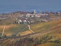 Sikt av den Langhe bygden i Piedmont arkivfoton