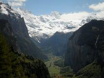 Sikt av den Lauterbrunnen dalen Arkivfoton