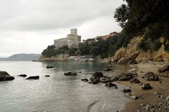 Sikt av den Lerici slotten Royaltyfria Bilder