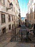 Sikt av den Lissabon gatan royaltyfri fotografi