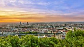 Sikt av den Lyon staden under soluppgång Arkivbilder