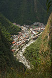 Sikt av den Machupicchu puebloen eller Aguas Calientes, Cusco, Peru Arkivfoton