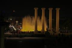 Sikt av den magiska springbrunnen av Montjuïc fotografering för bildbyråer