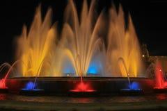 Sikt av den magiska springbrunnen av Montjuïc royaltyfri bild
