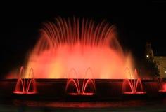 Sikt av den magiska springbrunnen av Montjuïc arkivbilder