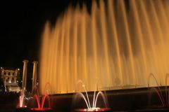 Sikt av den magiska springbrunnen av Montjuïc royaltyfria foton