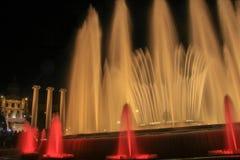 Sikt av den magiska springbrunnen av Montjuïc royaltyfri fotografi