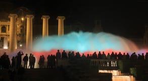 Sikt av den magiska springbrunnen av Montjuïc arkivfoto