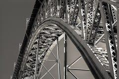 Sikt av den majestätiska bron Arkivbilder