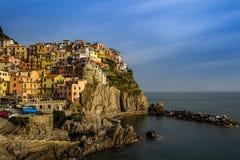 Sikt av den Manarola byn, Cinque Terre, Italien Arkivfoton
