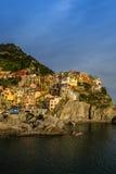 Sikt av den Manarola byn, Cinque Terre, Italien Arkivbilder