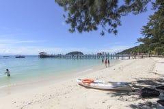 Sikt av den Manukan ön, Sabah, Malaysia Arkivfoto