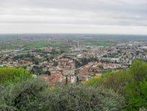 Sikt av den Marostica staden från kullen Arkivbild