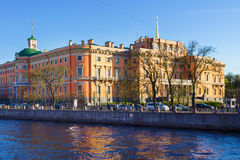 Sikt av den Mikhailovsky slotten petersburg saint Royaltyfria Bilder