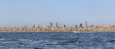 Sikt av den moderna asiatiska delen av Istanbul från det Marmara havet Royaltyfria Foton