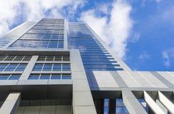 Sikt av den moderna skyskrapan Arkivbild