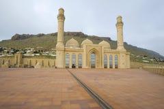 Sikt av den molniga Januari för Shiite Bibi-Heybat moské morgonen Baku Azerbajdzjan royaltyfri fotografi