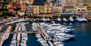 Sikt av den Monaco hamnen med stora skepp Royaltyfri Fotografi