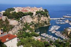 Sikt av den Monaco staden och fartygmarina under i Monaco Arkivbilder