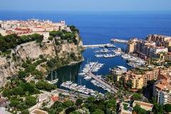 Sikt av den Monaco staden och Fontvieille med fartygmarina i Monaco Arkivbilder