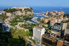 Sikt av den Monaco staden och Fontvieille med fartygmarina i Monaco Arkivbild