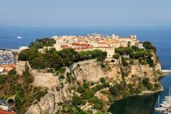 Sikt av den Monaco staden som lokaliseras på vagga i Monaco Arkivbilder