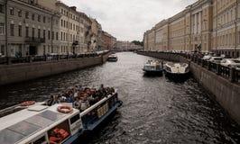 Sikt av den Moyka floden i St Peterburg Arkivfoto