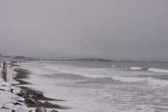 Sikt av den Nantasket stranden under en vinterstorm royaltyfria bilder