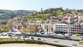 Sikt av den Narikala fästningen i Tbilisi Arkivbild