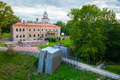 Sikt av den neogothic slotten i Sigulda latvia fotografering för bildbyråer