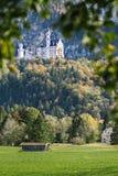 Sikt av den Neuschwanstein slotten Fotografering för Bildbyråer