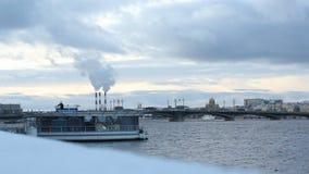 Sikt av den Neva floden, arkivfilmer