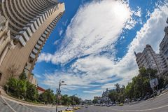 Sikt av den Nicolae Bălcescu boulevarden, Bucharest, Rumänien royaltyfri bild