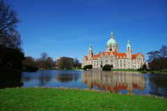 Sikt av den nya staden Hall Neues Rathaus av Hannover, Tyskland royaltyfria foton