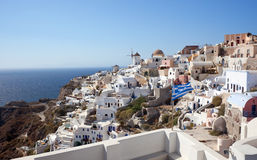 Sikt av den Oia byn på den Santorini ön Arkivfoton