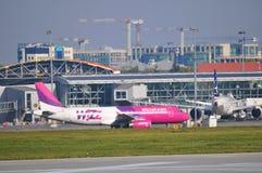 Sikt av den Okecie flygplatsen i Warszawa Royaltyfria Foton