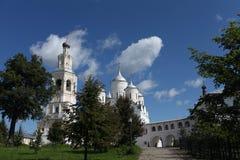 Sikt av den ortodoxa kloster Royaltyfri Bild