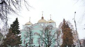 Sikt av den ortodoxa kyrkan Sned bollskott lager videofilmer