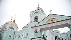 Sikt av den ortodoxa kyrkan Sned bollskott arkivfilmer