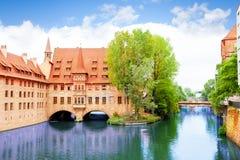 Sikt av den Pegnitz floden från den Fleisch bron Royaltyfri Fotografi