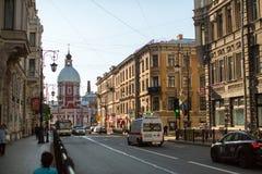 Sikt av den Pestel gatan i mitt av SPb Royaltyfri Foto
