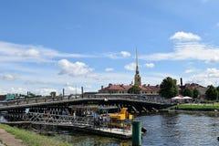 Sikt av den Peter och Paul fästningen i St Petersburg Fotografering för Bildbyråer