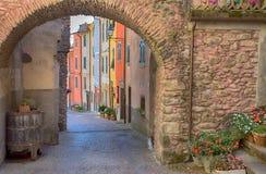 Sikt av den Pignone, pittoresk och forntida byn med färgrika hus i inland av La Spezia, nära till de berömda 5na Terre, Italien Royaltyfria Bilder