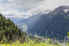 Sikt av den Piora dalen i Ticino Arkivfoto