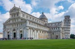 Sikt av den Pisa domkyrkan Santa Maria Assunta på fyrkanten av mirakel i Pisa, Tuscany, taly royaltyfri fotografi