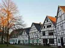 Sikt av den pittoreska gamla staden av Wuelfrath Arkivbilder