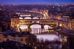 Sikt av den Ponte Vecchio bron, Florence, Tuscany, Italien Fotografering för Bildbyråer