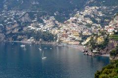 Sikt av den Positano staden royaltyfri bild
